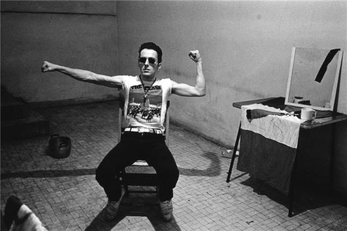the-clash-joe-strummer-backstage